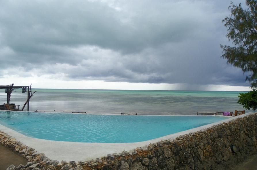 16 19 janvier vamos a la playa zanzibarite une - Peut on se baigner dans une piscine trouble ...