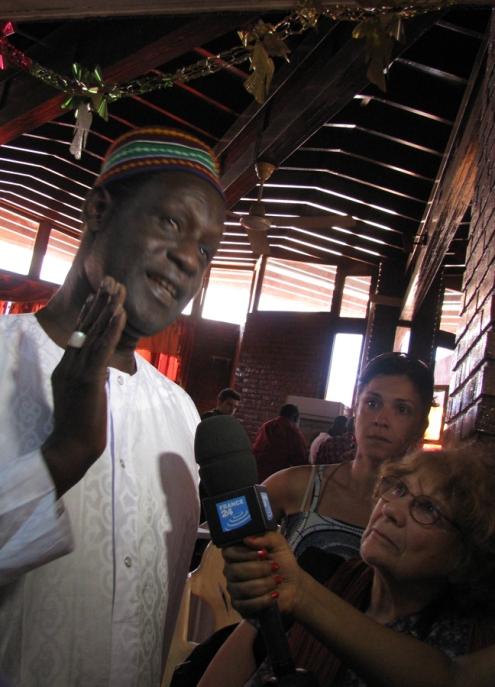 Le réalisateur de La Pirogue, le sénégalais Moussa Touré, en entrevue post-projection : . « Le cinéma permet de parler avec les gens, de leur donner de l'espoir… Mais l'État doit aussi leur donner une raison d'espérer et de choisir de ne pas partir. »