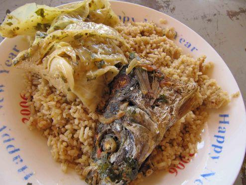 Un plat de riz gras... Bien que j'ai rarement de la tête de poisson, plutôt un petit bout avec la queue!