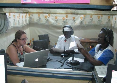 En plein radiojournal avec Hamed Nabalma et Edwige Wango, les deux journalistes de la station