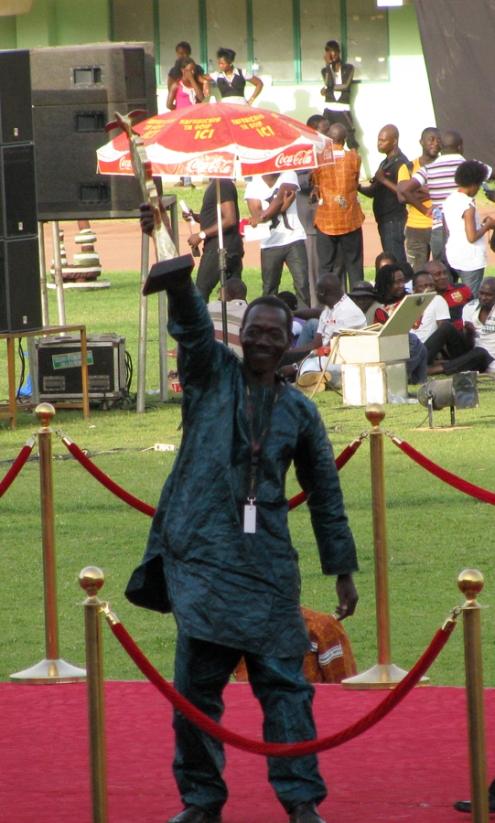 Le très heureux réalisateur malien Ibrahima Touré, qui a dédié son Prix de l'Union africaine pour Toiles d'araignées « à toutes les femmes qui vivent dans des camps de réfugiés en Afrique ».