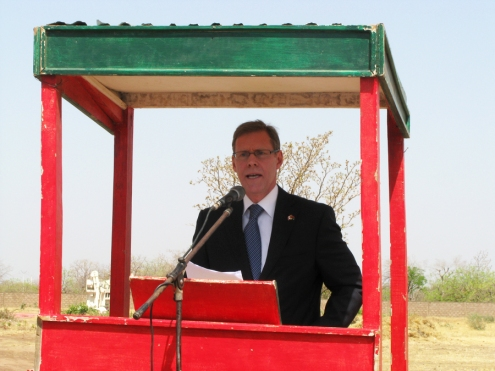 L'ambassadeur canadien au Burkina, Ivan Roberts, n'a pu s'empêcher d'évoquer avec regret la disparition prochaine de l'ACDI, où il a travaillé durant 22 ans.