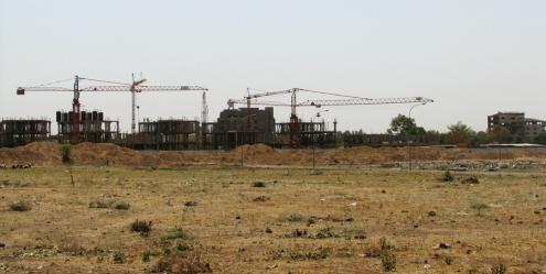 Un des chantiers de ZACA, l'Hôtel administratif du Centre, c'est-à-dire des tours à bureaux de fonctionnaires.