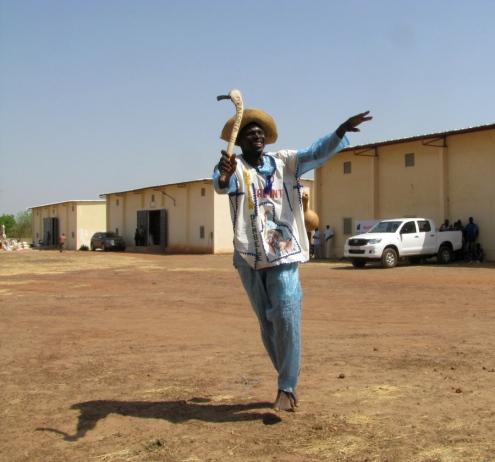 Ouitien Dembele, un des artistes-agricultueurs de la région qui a égayé la cérémonie.