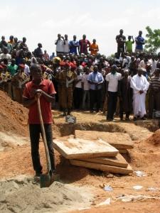 La tombe d'une des martyrs de la tentative du coup d'État, Angèle Kaboré, 25 ans.